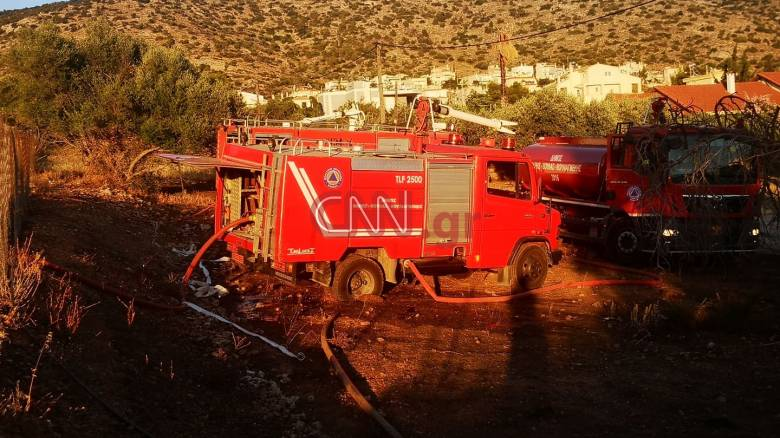 Κατασβέστηκε η φωτιά στη Βάρη - Άμεση επέμβαση της Πυροσβεστικής