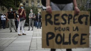 Παρίσι: Σύζυγοι αστυνομικών διαδήλωσαν για την «άδικη» αντιμετώπισή τους