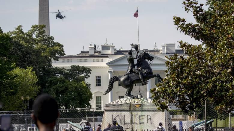 ΗΠΑ: Κατηγορίες σε τέσσερις άνδρες που επιχείρησαν να ρίξουν άγαλμα υπέρμαχου της δουλείας