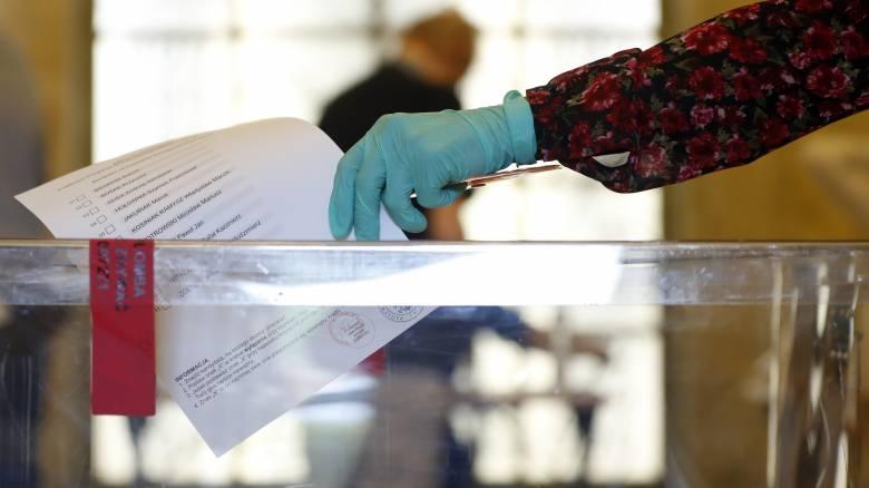 Πολωνία: Στις κάλπες οι πολίτες για την ανάδειξη νέου προέδρου (pics)