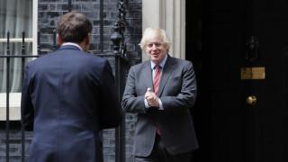 Βρετανία: Τα push-ups του Τζόνσον ενόψει ανακοινώσεων του νέου οικονομικού σχεδίου