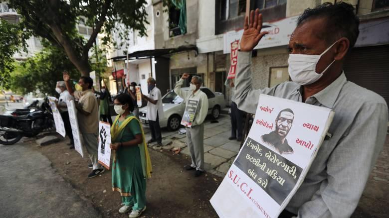 Ινδία: Οργή για την αστυνομική βία - Νεκροί πατέρας και γιος μετά τη σύλληψή τους