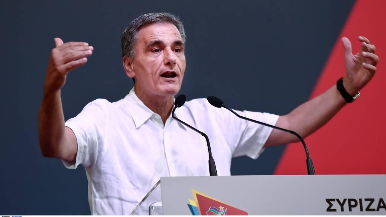 ΣΥΡΙΖΑ: Ο Τσακαλώτος καλεί σε «συσπείρωση γύρω από τη σημαία»