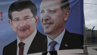 Ο Ερντογάν έκλεισε πανεπιστήμιο που ήταν συνιδρυτής ο Νταβούτογλου