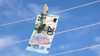 Η εφορία εισπράττει μόλις 1 στα 10 ευρώ από υποθέσεις σχετικές με ξέπλυμα χρήματος