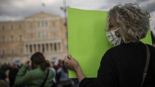 Κορωνοϊός στην Ελλάδα: «Άγγιξαν» τα 500 τα νέα κρούσματα τον Ιούνιο - Πού εστιάζουν οι ειδικοί