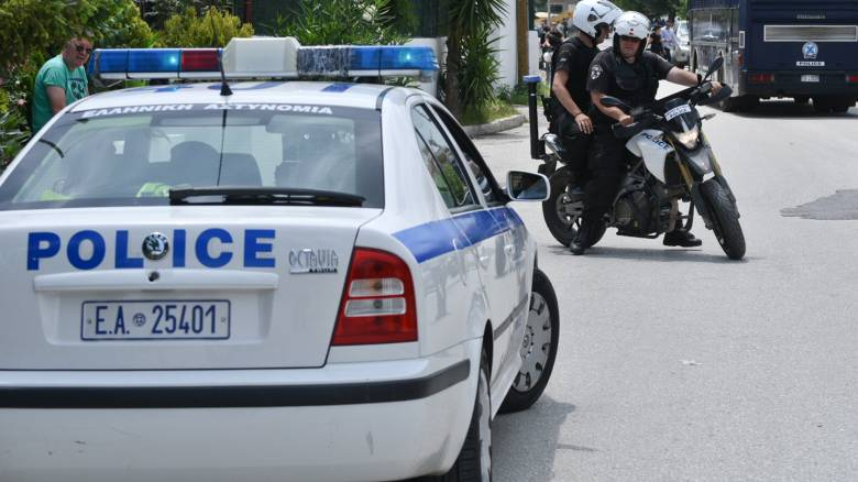 Δάφνη: Κρατούμενος απέδρασε από το αστυνομικό τμήμα με τις χειροπέδες στα χέρια