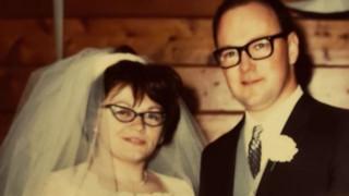 Πέθαναν από κορωνοϊό πιασμένοι χέρι - χέρι μετά από 53 χρόνια γάμου