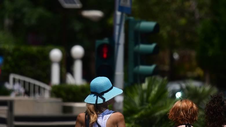 Καιρός: Ζέστη και τοπικές βροχές την Πέμπτη - Πού θα φτάσει ο υδράργυρος