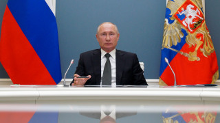 Πανηγυρισμοί στο Κρεμλίνο για τις υπερεξουσίες στον Πούτιν - Ανησυχίες για παρατυπίες