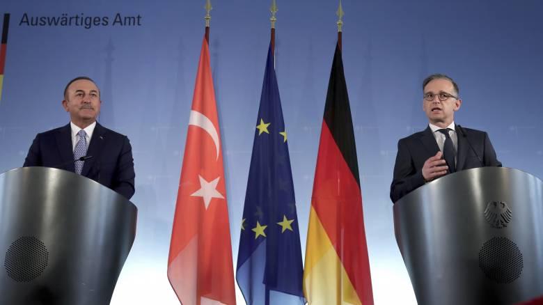 Μάας προς Τσαβούσογλου: Παραμένει σε ισχύ η ταξιδιωτική οδηγία για την Τουρκία