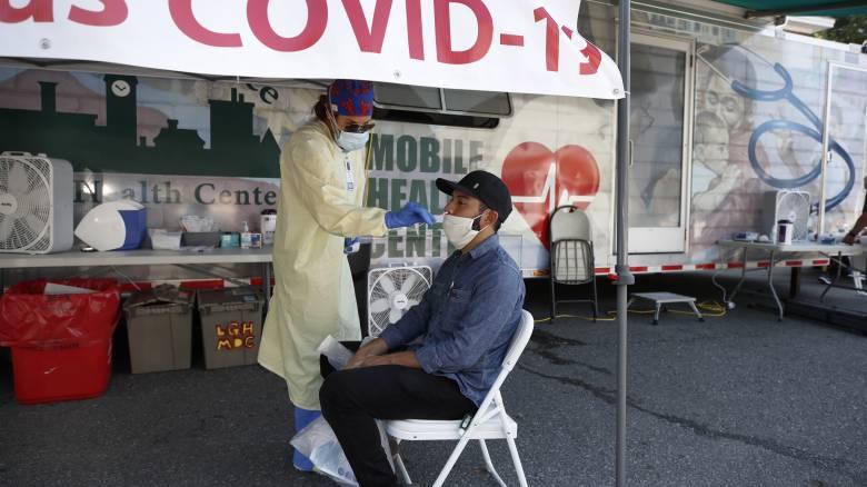 Κορωνοϊός: Νέο θλιβερό ρεκόρ στις ΗΠΑ – Υποχρεωτική η μάσκα στο Τέξας