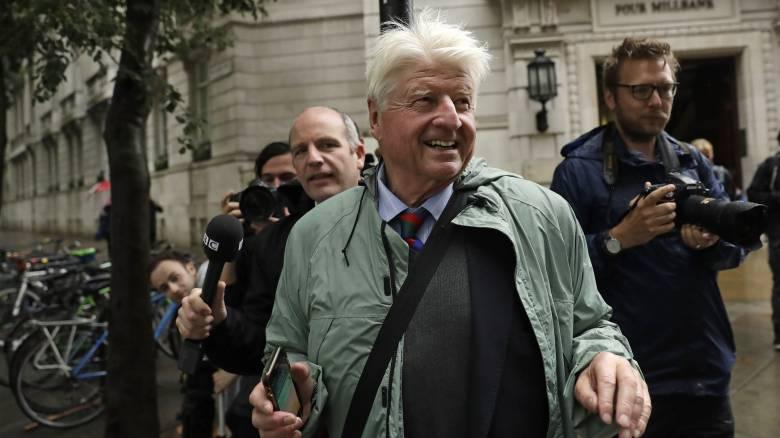 Πολιτική αντιπαράθεση στη Βρετανία για το ταξίδι του πατέρα του Μπόρις Τζόνσον στην Ελλάδα