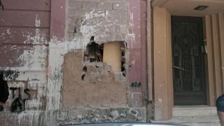 Κουκάκι: Με βαριοπούλες έσπασαν το κτήριο στη Ματρόζου
