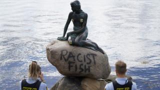 «Ρατσιστικό ψάρι»: Βανδάλισαν την Μικρή Γοργόνα της Κοπεγχάγης