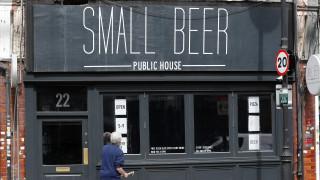 Κορωνοϊός – Βρετανία: Έφτασε το «Σούπερ Σάββατο»- Ανοίγουν μετά από 3 μήνες παμπ και εστιατόρια