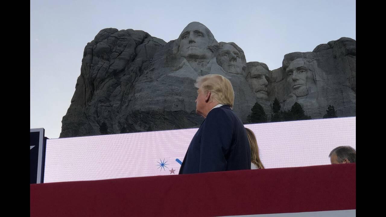 https://cdn.cnngreece.gr/media/news/2020/07/04/225941/photos/snapshot/trump_Rushmore-1.jpg