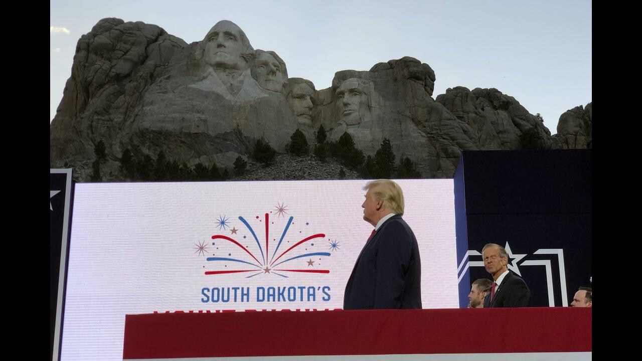 https://cdn.cnngreece.gr/media/news/2020/07/04/225941/photos/snapshot/trump_Rushmore-2.jpg