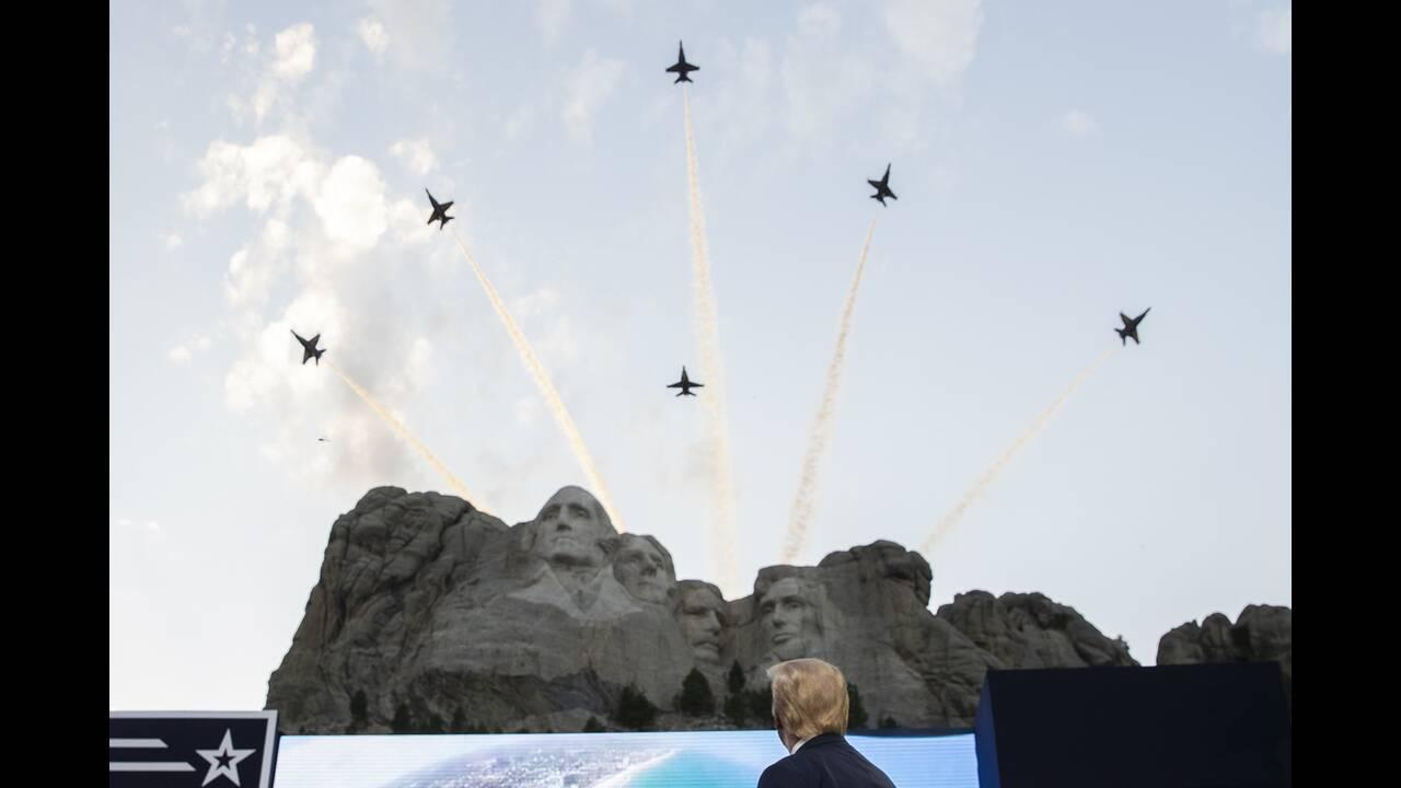 https://cdn.cnngreece.gr/media/news/2020/07/04/225941/photos/snapshot/trump_Rushmore-5.jpg