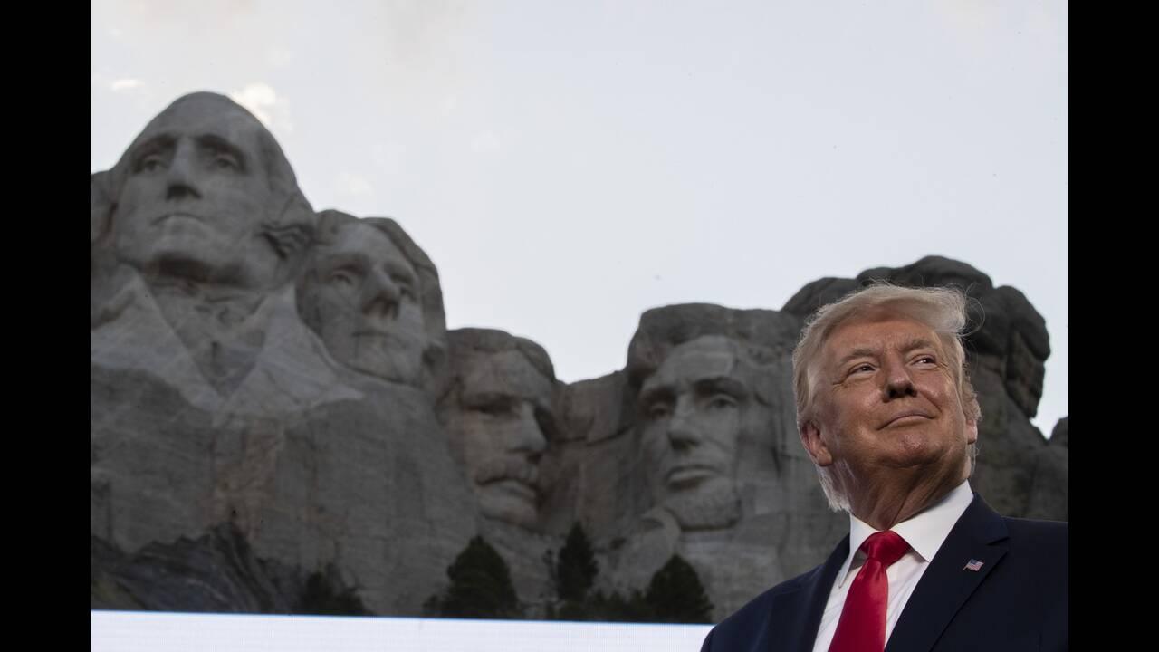 https://cdn.cnngreece.gr/media/news/2020/07/04/225941/photos/snapshot/trump_Rushmore-8.jpg