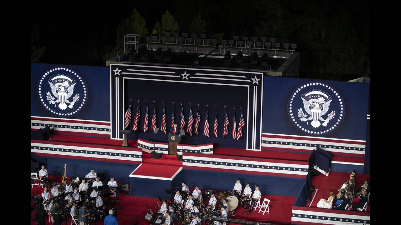 https://cdn.cnngreece.gr/media/news/2020/07/04/225941/photos/snapshot/trump_Rushmore-9.jpg