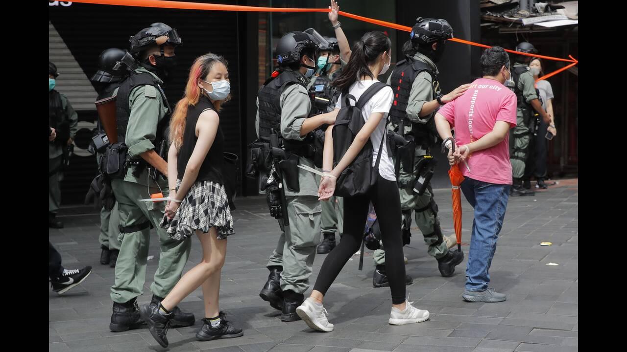 https://cdn.cnngreece.gr/media/news/2020/07/04/225967/photos/snapshot/hong_kong_syllipseis-10.jpg