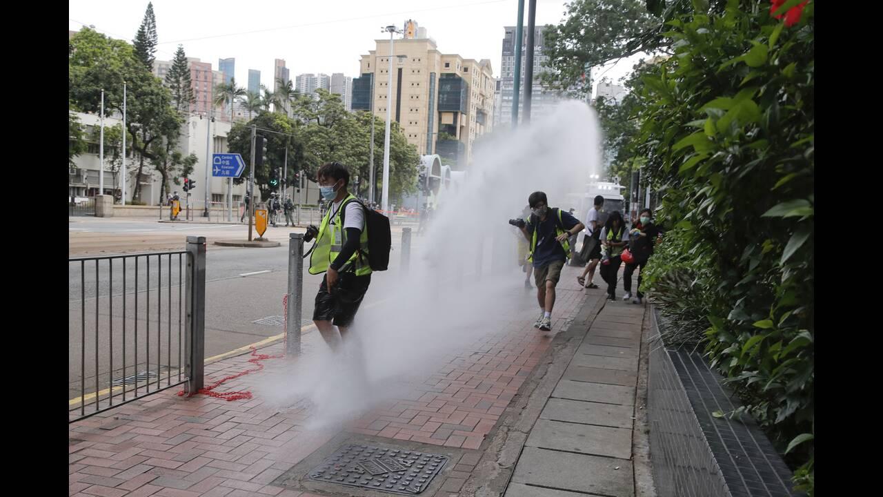 https://cdn.cnngreece.gr/media/news/2020/07/04/225967/photos/snapshot/hong_kong_syllipseis-2.jpg