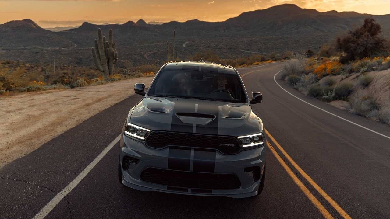 https://cdn.cnngreece.gr/media/news/2020/07/05/226045/photos/snapshot/DODGE-DURANG-SRT-HELLCAT-12.jpg