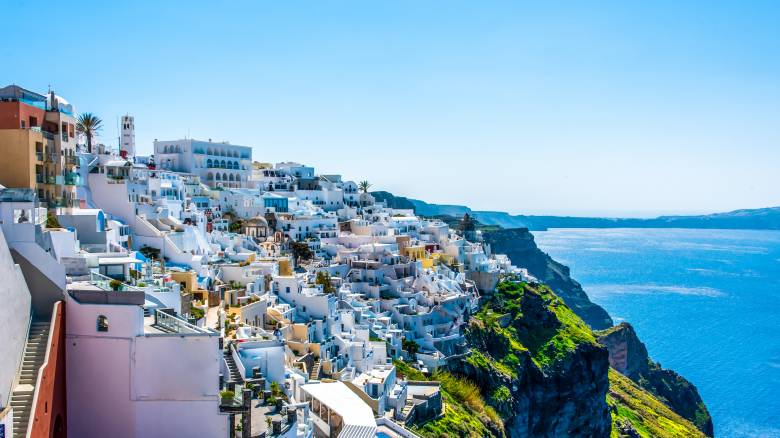 «Χρυσή ευκαιρία»: Η Σαντορίνη στοχεύει στον εσωτερικό τουρισμό και τον καλεί στη Βεντέμα