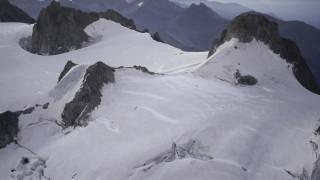 Ροζ χιόνι στις ιταλικές Άλπεις προκαλεί ανησυχία στους επιστήμονες – Πού οφείλεται το φαινόμενο