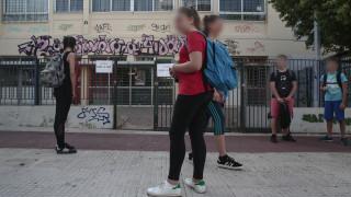 Συνελήφθη καθηγητής γυμνασίου που φέρεται να είχε σχέσεις με 15χρονη μαθήτριά του