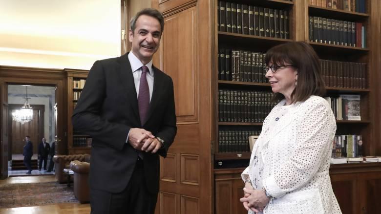 Συνάντηση Σακελλαροπούλου - Μητσοτάκη: Τι συζήτησαν μπροστά στις κάμερες