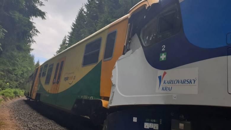 Σύγκρουση τρένων Τσεχία: Νεκροί και δεκάδες τραυματίες