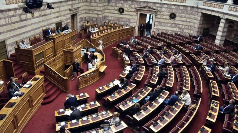 Ένταση στη Βουλή στο νομοσχέδιο για τις διαδηλώσεις - Aπορρίφθηκε ένσταση αντισυνταγματικότητας