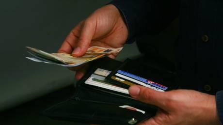 Χανιά: Εργαζόμενοι βρήκαν και παρέδωσαν πορτοφόλι και τσαντάκι με χρήματα και έγγραφα