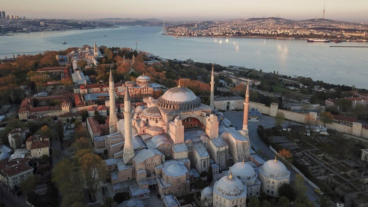 Αγία Σοφία: Διαδικτυακή καμπάνια για να μην γίνει τζαμί - CNN.gr