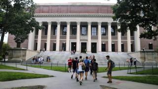 Στη δικαιοσύνη Χάρβαρντ και ΜΙΤ κατά της ανάκλησης θεωρήσεων εισόδου των ξένων φοιτητών
