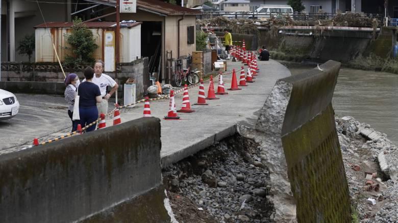 Συνεχίζονται οι φονικές πλημμύρες στην Ιαπωνία - Αγνοούμενοι και χιλιάδες αποκλεισμένοι