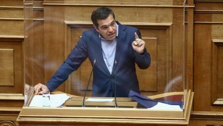 Τσίπρας στη Βουλή για διαδηλώσεις: Αντιδραστική θεσμική τομή με στόχο την ίδια τη Δημοκρατία