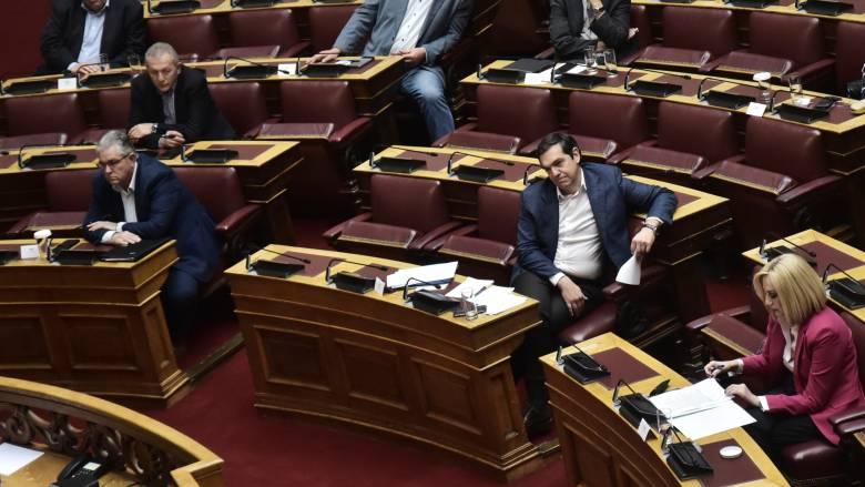 Άγριος καυγάς Γεννηματά-Τσίπρα στη Βουλή στη συζήτηση του νομοσχεδίου για τις διαδηλώσεις