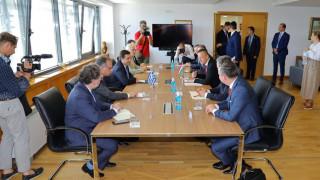 Συνάντηση Μηταράκη με τον Ούγγρο ΥΠΕΞ: «Ψηλά» στην ατζέντα το μεταναστευτικό