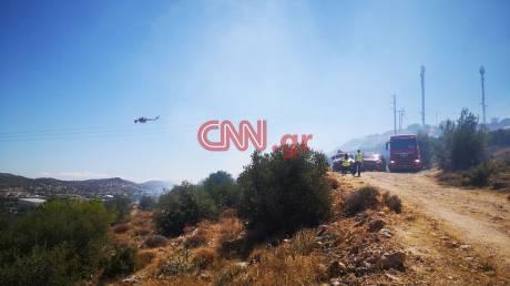Οι πρώτες εικόνες από τη φωτιά στη Βάρη