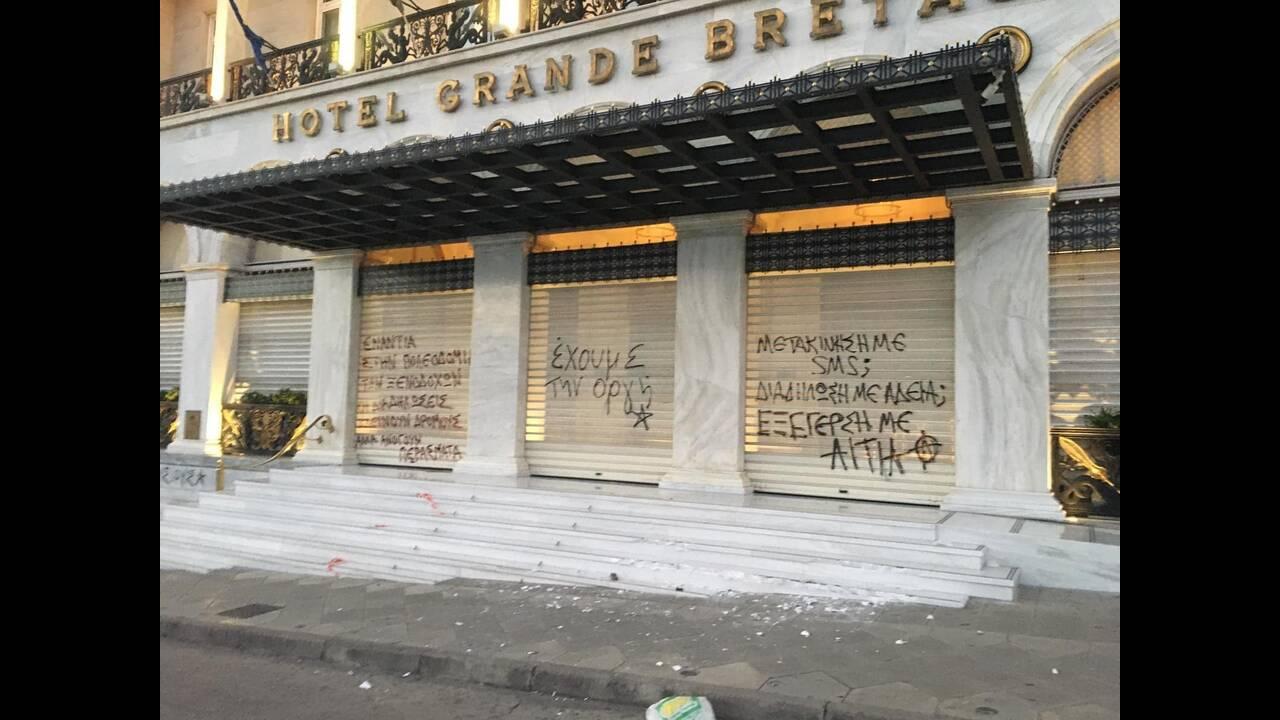 https://cdn.cnngreece.gr/media/news/2020/07/10/226727/photos/snapshot/syntagma-poreia-1.jpg