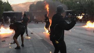 Επεισόδια Σύνταγμα: Αναζητείται αστυνομικός που κατηγορείται πως εμπόδισε σύλληψη κουκουλοφόρου