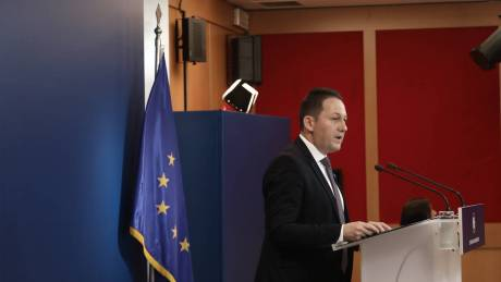Σύσκεψη υπό τον Μητσοτάκη: Τα νέα μέτρα που αποφασίστηκαν για τον κορωνοϊό