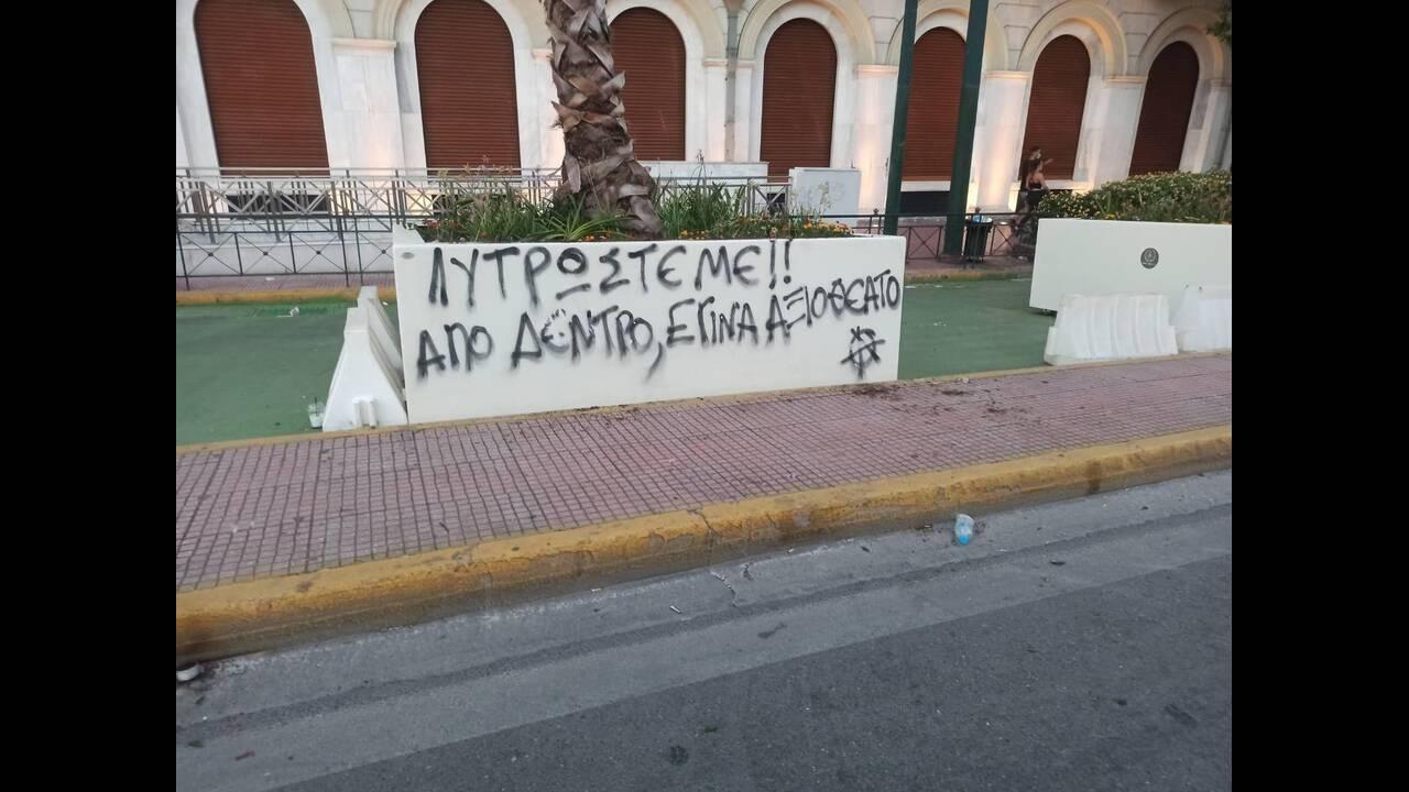 https://cdn.cnngreece.gr/media/news/2020/07/10/226755/photos/snapshot/syntagma-poreia-5.jpg