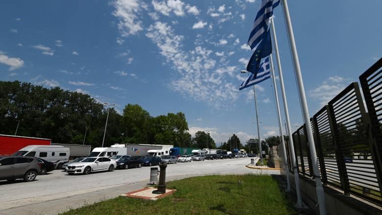 Προμαχώνας: Ουρές αυτοκινήτων και εντατικοί έλεγχοι για κορωνοϊό