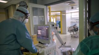 Κορωνοϊός: Τουρίστρια θετική στον ιό κυκλοφορούσε στη Ρόδο - Επτά θετικοί ταξιδιώτες και στην Εύβοια