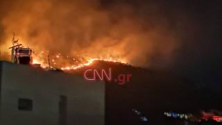Μία σύλληψη για τη μεγάλη φωτιά στο Πέραμα: Ολονύχτια μάχη με τις φλόγες