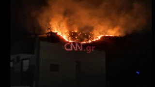 Μεγάλη φωτιά στο Πέραμα - Οι πρώτες εικόνες από το πύρινο μέτωπο